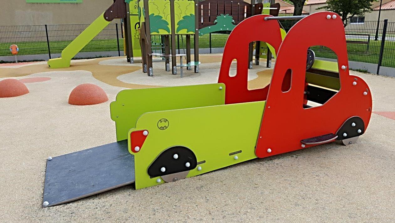 Jeux pour enfants à mobilité réduite PMR